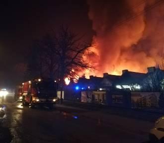AKTUALIZACJA. Gigantyczny pożar na Stabłowicach we Wrocławiu [ZDJĘCIA]