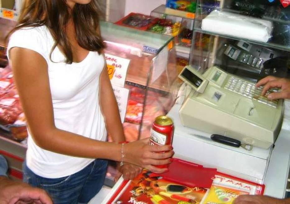 W Kaliszu sprzedają alkohol nieletnim,