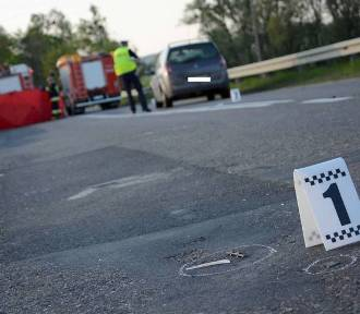 Żałoba w Wierzbnie. Pod kołami samochodu zginęła dziewczynka [ZDJĘCIA]