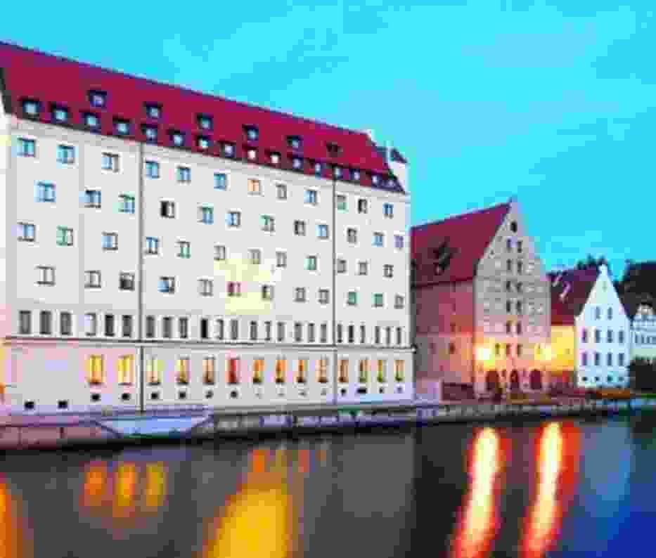 Hotel Qubus zobaczyć można w Gdańsku nad  Motławą