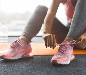 Buty sportowe damskie. Buty do biegania, buty na siłownię, a może buty do fitnessu?