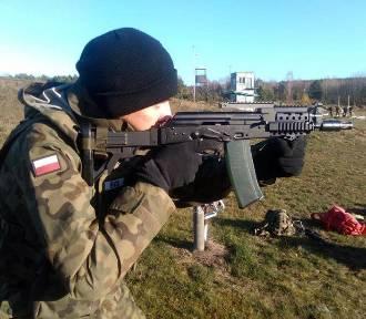 Poligonowy trening młodzieży. Uczyli się podstaw strzelania [ZDJĘCIA]