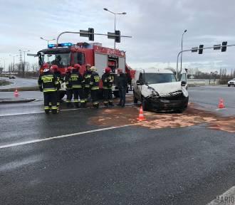 Zderzenie dwóch samochodów na skrzyżowaniu ulicy Częstochowskiej z obwodnicą Opola