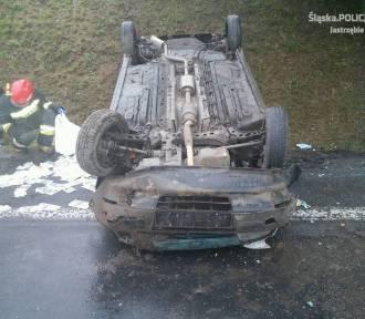 20-letni kierowca wpadł w poślizg i dachował [FOTO]