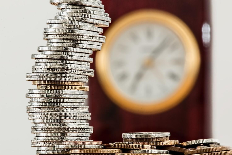 Przeciętny smartfon kosztujący 1500 złotych wymaga 78 godzin pracy przeciętnie zarabiającego Polaka i aż 165 godzin pracy osoby pracującej za minimalne wynagrodzenie