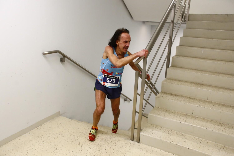Bieg na szczyt Rondo 1 2018. Amatorzy pokonali aż 38 pięter! [ZDJĘCIA]