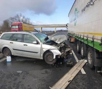 Wypadek na autostradzie A4. Dwie osoby zostały ranne [ZDJĘCIA]