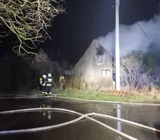 Groźny pożar domu mieszkalnego w Gościszewie - jedna osoba poszkodowana