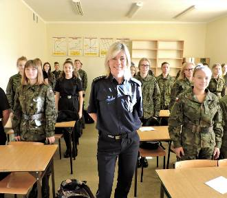 Cyberprzestrzeń i ślady kryminalne w liceum mundurowym. Policja rozmawia z uczniami