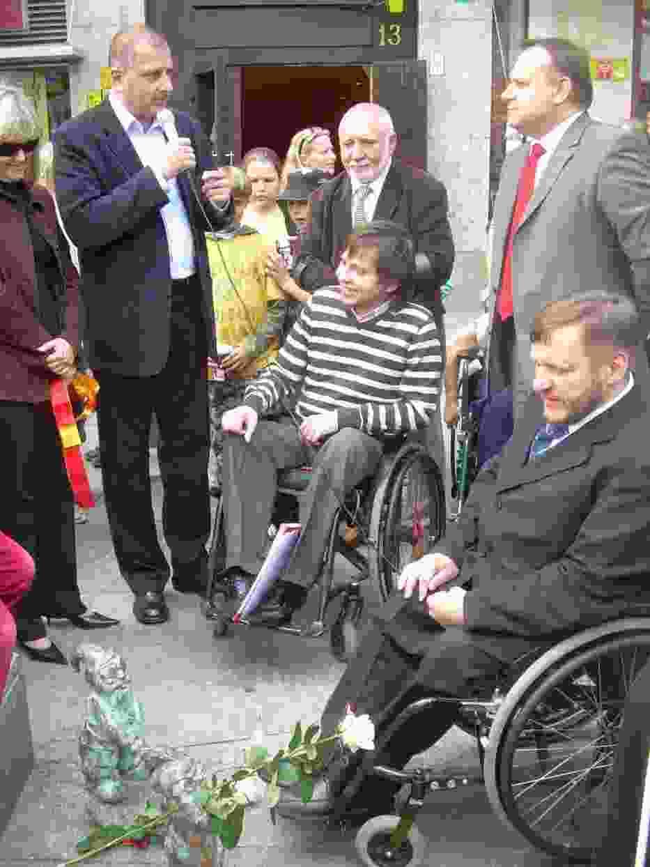 Od lewej: Rafał Dutkiewicz (prezydent Wrocławia) oraz na wózkach Bartłomiej Skrzyński (rzecznik programu