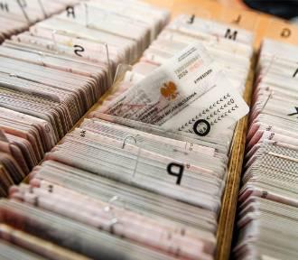 E- dowód posiada ponad 4,7 mln Polaków. Kto musi wymienić dokument?