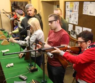 Nauczyciele z Żor strzelali na VII Zawodach Strzeleckich Pracowników Oświaty - ZDJĘCIA