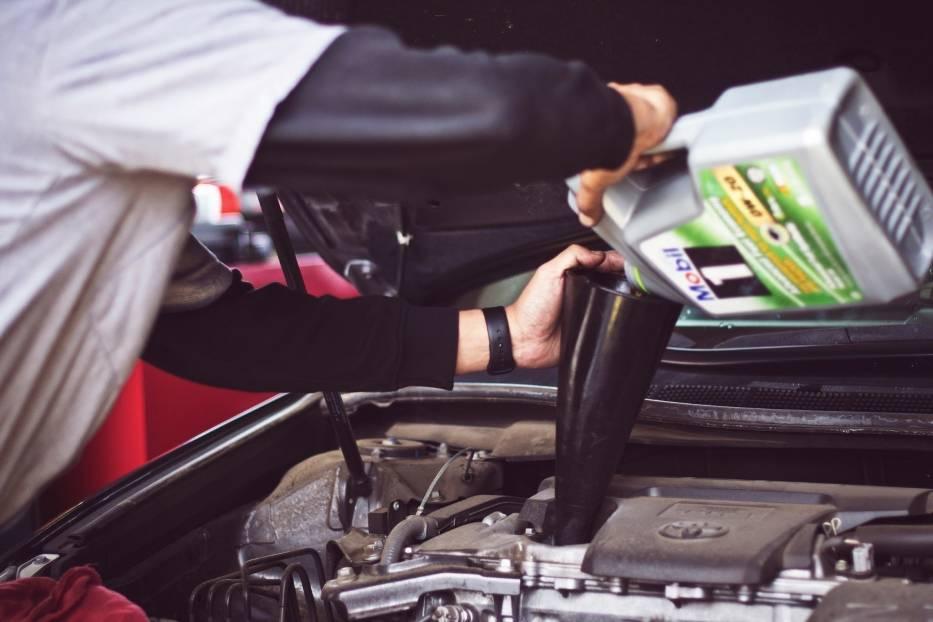 Słono zapłacicie u mechanika! Tak robiąc możecie wykończyć swój samochód