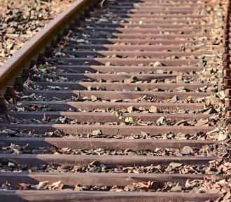 Tragedia na torach w Gorzycach. Mężczyzna śmiertelnie potrącony przez pociąg