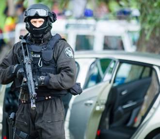 Strzelanina na Targówku w pobliżu centrum handlowego M1. Kobieta chodziła z nożem