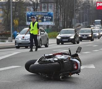 Wałbrzych: Kolejny wypadek na ulicy Wrocławskiej z udziałem motocyklisty [ZDJĘCIA]