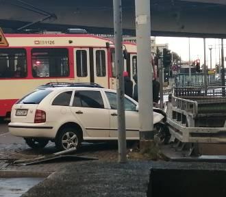 Zderzenie samochodów w centrum Gdańska. Dwie osoby ranne