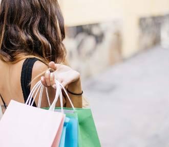 Galerie handlowe są zamknięte, ale sklepy internetowe oferują wiele zniżek. Gdzie znajdziemy