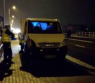 Śmiertelny wypadek na ulicy Wrocławskiej w Kaliszu. Samochód dostawczy potrącił mężczyznę [FOTO]