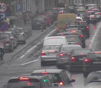 Kierowcy z Kalisza płacą wyższe OC niż kierowcy z Ostrowa Wielkopolskiego. Dlaczego?