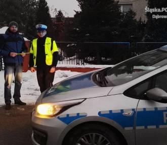 Dąbrowscy policjanci rozdawali odblaski