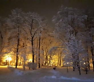 Zimowe Jasło nocą. Zobacz klimatyczne zdjęcia z miasta
