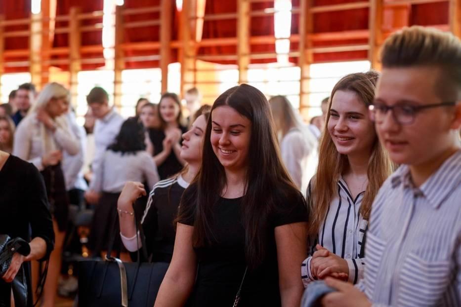 Maturzyści z VIII LO w Białymstoku odebrali świadectwa i zakończyli rok szkolny