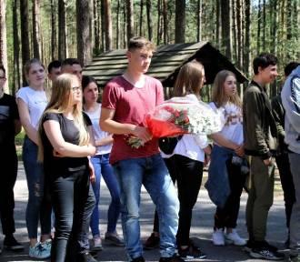 Sztutowo. Spotkanie młodzieży w ramach Dnia Patrona. Upamiętnili ofiary KL Stutthof