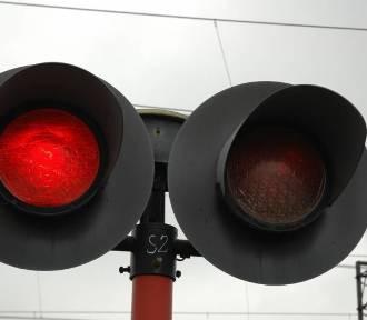 Przejazd kolejowy na Młodych zamknięty. Na długo