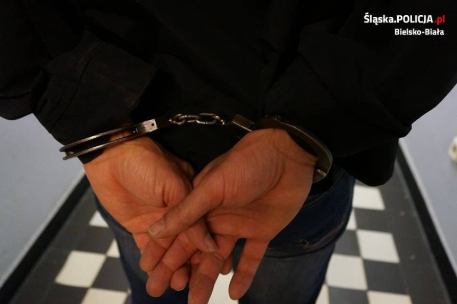 19-letni bielszczanin po nocy spędzonej w policyjnym areszcie usłyszał zarzuty uszkodzenia mienia