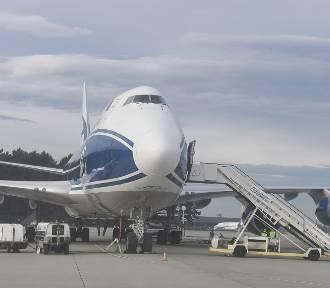 Jumbo Jet z Wuhan w Pyrzowicach. Wylądował z tonami maseczek