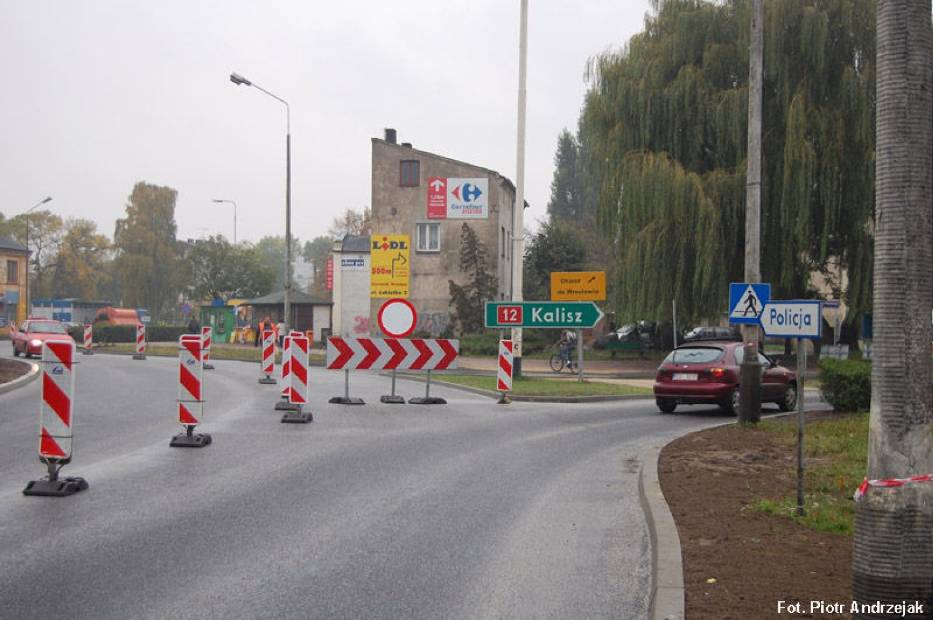 Zjazd z ronda na Kalisz i objazd na Wrocław