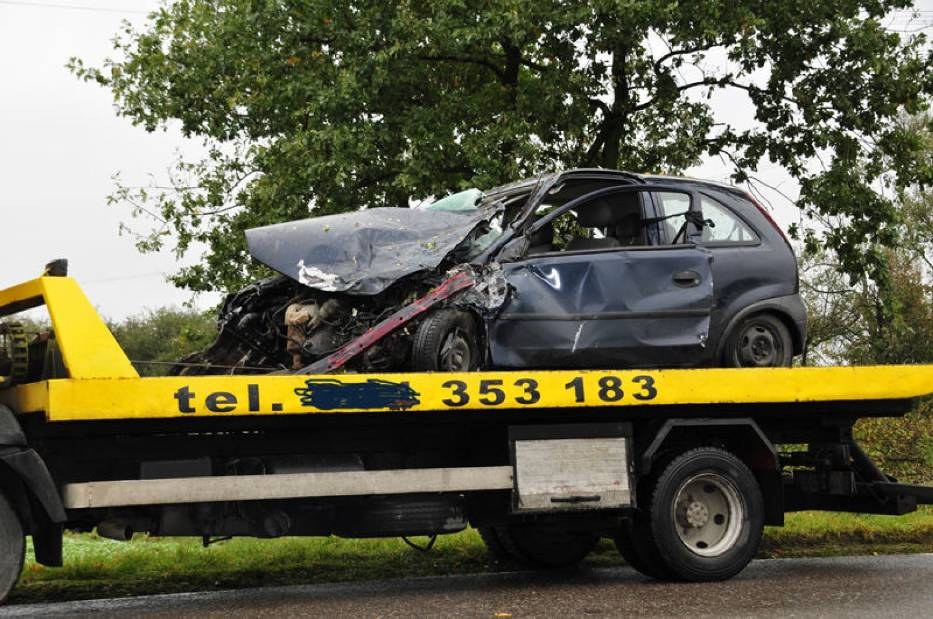 Zniszczony Opel