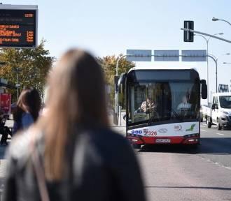 Zostaw samochód przed domem i jedź za darmo autobusem
