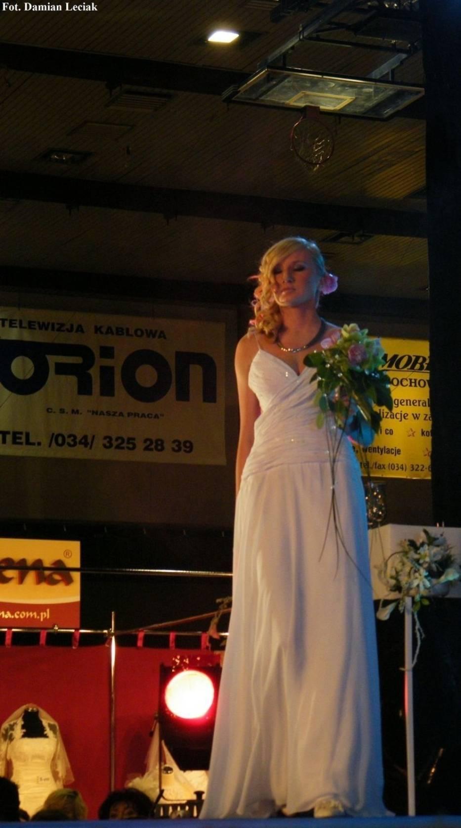 Pokaz sukni ślubnych na targach