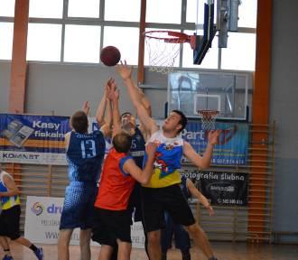 Koszykówka. Człuchowska Amatorska Liga Koszykówki Meblik. Mecz  Niebieska Cegła - Turnover ZDJĘCIA,