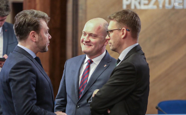 Piotr Krzystek ze swoimi zastępcami przyznają, że budżet na przyszły rok jest trudny, ale realny