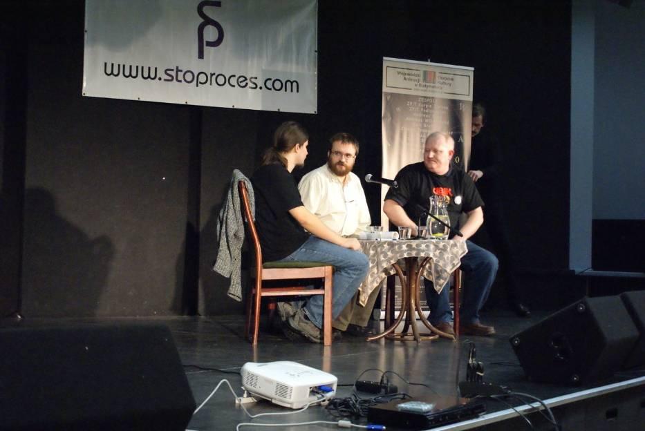 Andrzej Pilipiuk na scenie białostockich Spodków
