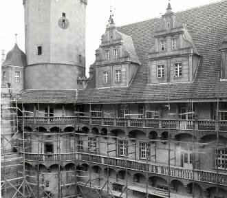 Oleśnicki Zamek na fotografiach z lat 70 i 80. [ZDJĘCIA]