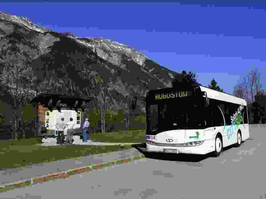 Najmniejszy z gamy miejskich autobusów Solarisa - Alpino - będzie wspinał się teraz na wzgórza stolicy Grecji