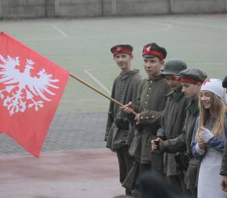 Rekonstrukcja bitwy powstańczej w wykonaniu uczniów SP w Zdunach [ZDJĘCIA]