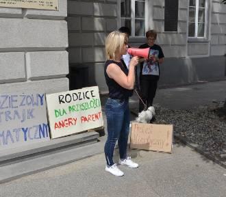Strajk Klimatyczny na Rynku w Kielcach. Młodzież walczy ze zmianami