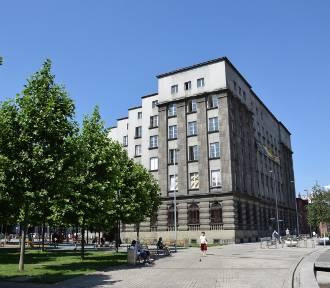 Ruszył remont elewacji dawnej siedziby ING przy rynku w Katowicach. To charakterystyczny gmach