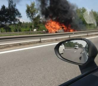 Pożar samochodu na Obwodnicy. Utworzyły się ogromne korki