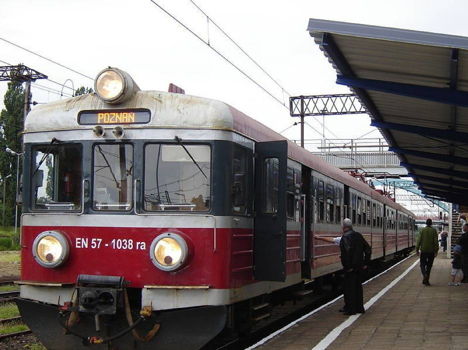 Pociąg REGIO spółki Przewozy Regionalne na stacji Choszczno