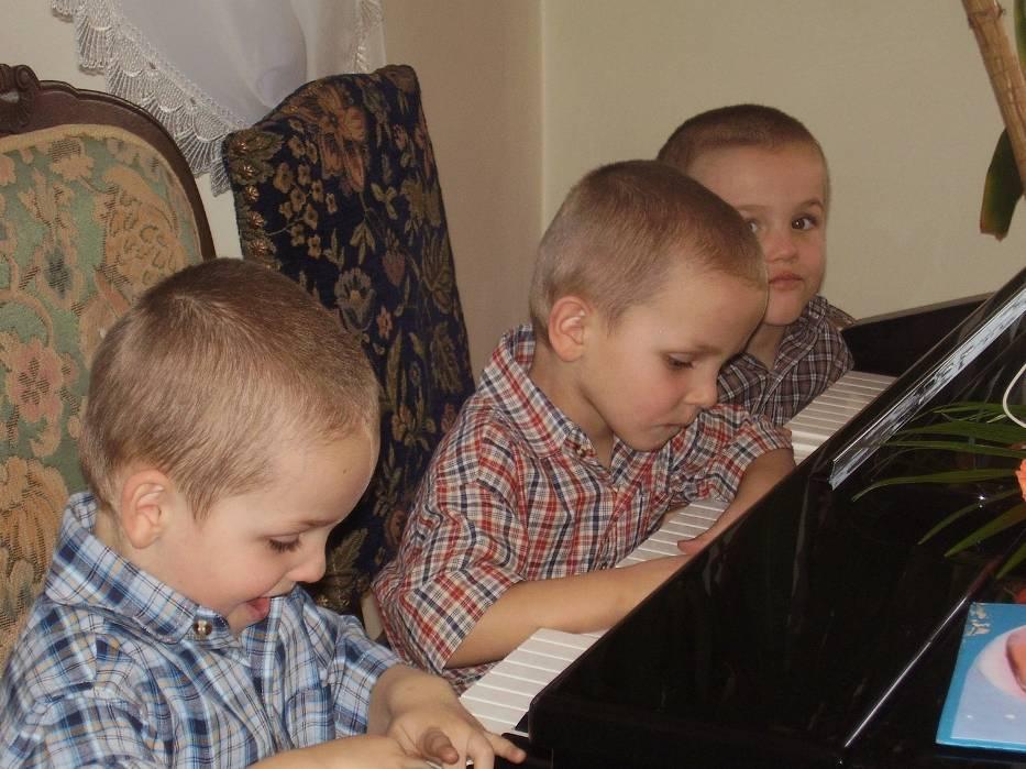 Jan, Paweł i Karol, trojaczki z Wiśnicza, mają już pięć lat