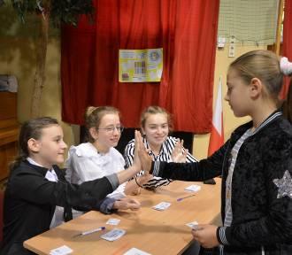 Światowy Dzień Tabliczki Mnożenia w Szkole Podstawowej nr 2 w Łowiczu [ZDJĘCIA]