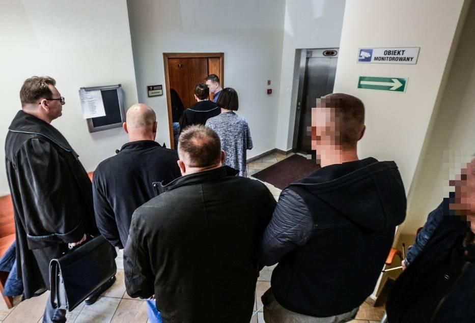 Sędzia Małgorzata Grzelska wyznaczyła wczoraj na 25 maja kolejny termin w sprawie trzech mężczyzn oskarżonych o dostarczanie narkotyków do agencji towarzyskiej na bydgoskich Jarach