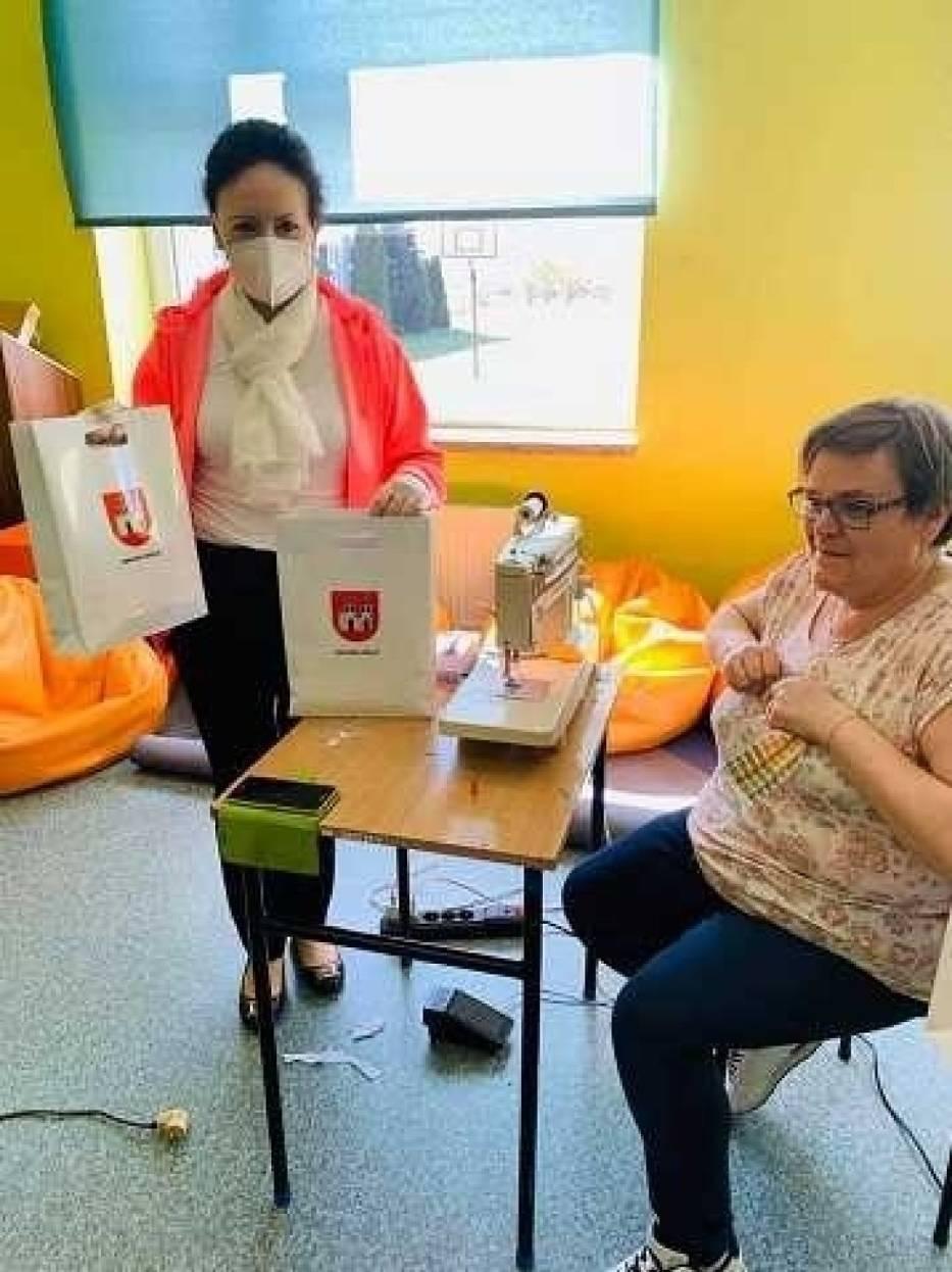 W Książu Wlkp. wolontariusze uszyli ponad 7,5 tysiąca maseczek