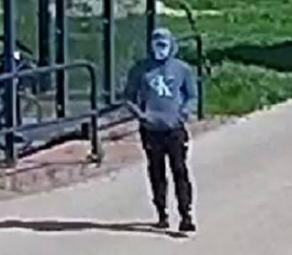 Sprawca kradzieży roweru z parkingu w Pszczółkach poszukiwany. Rozpoznajesz go?